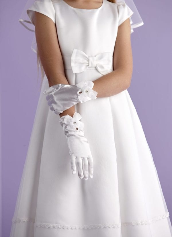 First Holy Communion gloves decorated with an organza bow