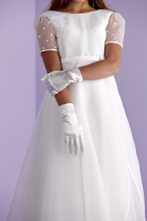 First Holy Communion gloves with pearls circling the wrist.