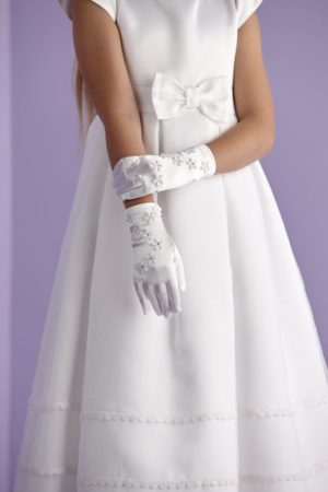 First Holy Communion gloves with flower detail and diamante.